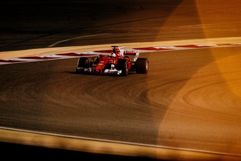 © Ferrari - Vettel s'impose dans le désert à Bahreïn !