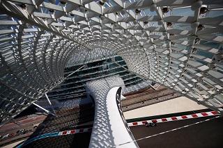 © Haas - Dans le décor grandiose de Yas Marina, Vettel signe la première référence