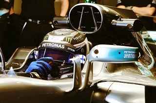 © Mercedes - Bottas sifgne le meilleur temps de la journée