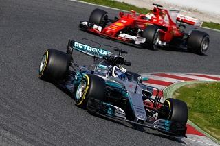 © Mercedes - Les équipes Mercedes et Ferrari se détachent déjà lors des premiers roulages