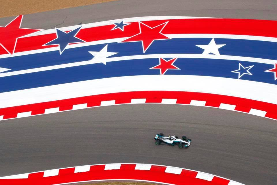 Hamilton est encore leader mais se voit menacé par la Ferrari de Vettel