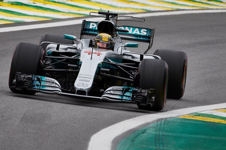 Lewis Hamilton en action dans sa belle cavalcade brésilienne