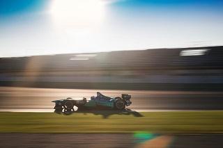 Premiers tours de roues pour les Formules E à Valence