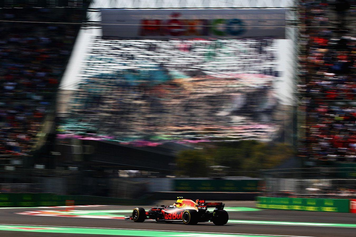 © Red Bull - Ricciardo répond aux Mercedes à Mexico.