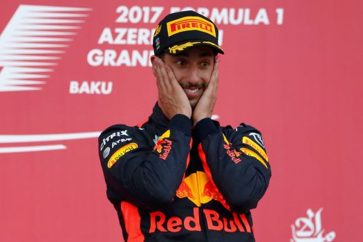 Ricciardo sur le podium qui n'en revient pas