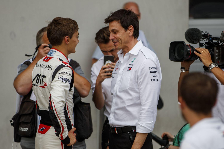 © FIA F2 - George Russel est couvé par Mercedes et Toto Wolff