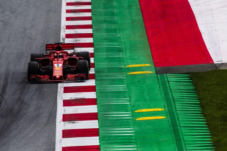 © Ferrari - Sebastian Vettel pointe son nez au meilleur moment