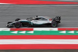 © Mercedes - Hamilton de nouveau en tête