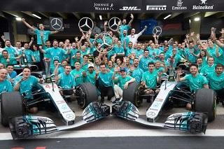 © Mercedes - L'équipe Mercedes fête son cinquième titre des Constructeurs
