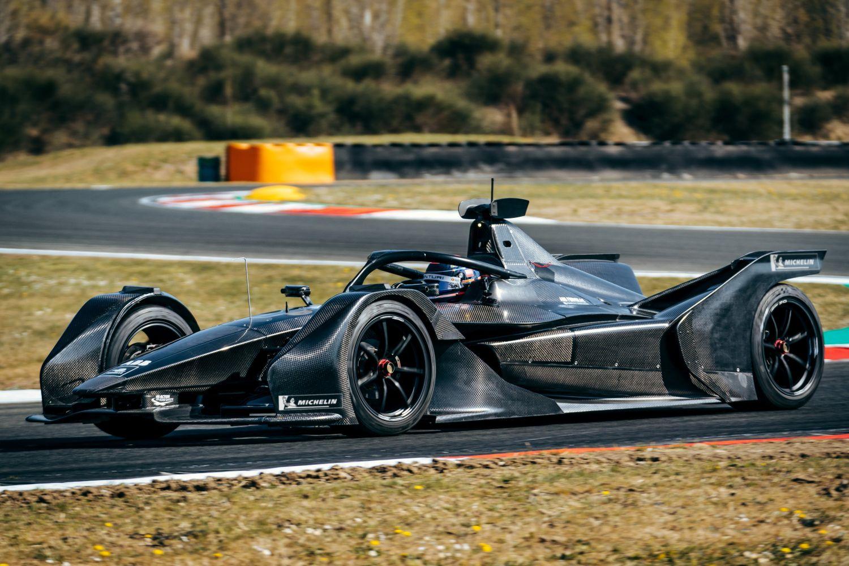 © Mercedes - La nouvelle monoplace de Mercedes en piste