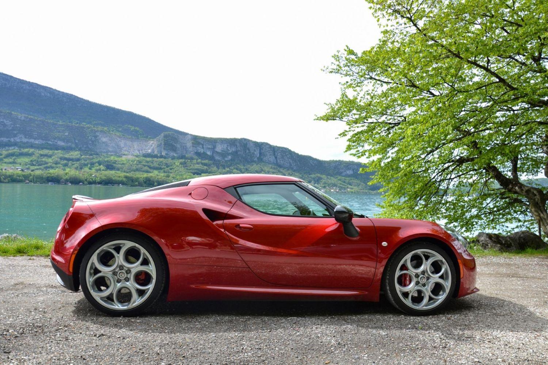 L'Alfa Roméo 4C de profil