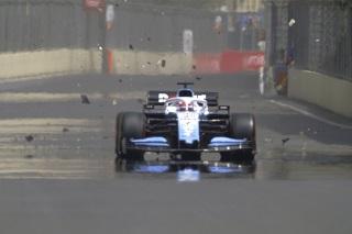 © F1 - Une plaque d'égout qui aurait pu faire de gros dégâts...