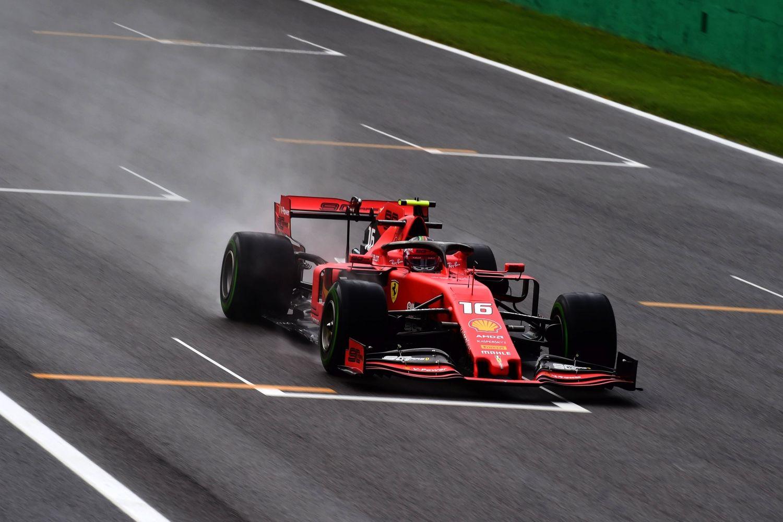 © Ferrari - Pluie de drapeaux rouges pour les EL1
