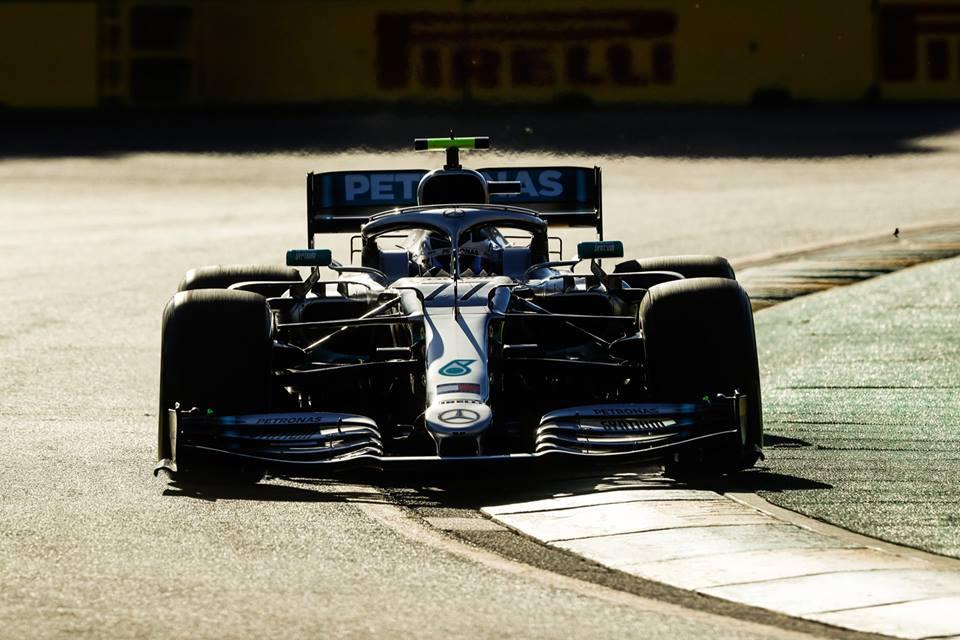 © Mercedes - Le numéro gagnant de cette première course est finalement le #77, celui de Valtteri Bottas !