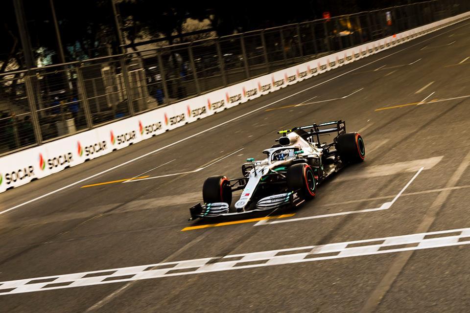 © Mercedes - Valtteri Bottas a converti sa pole en victoire à Bakou !