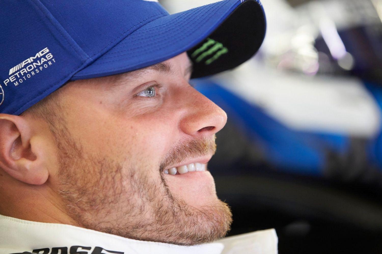 © Mercedes - Bottas a le sourire après sa pole de haute lutte décrochée à Silverstone !