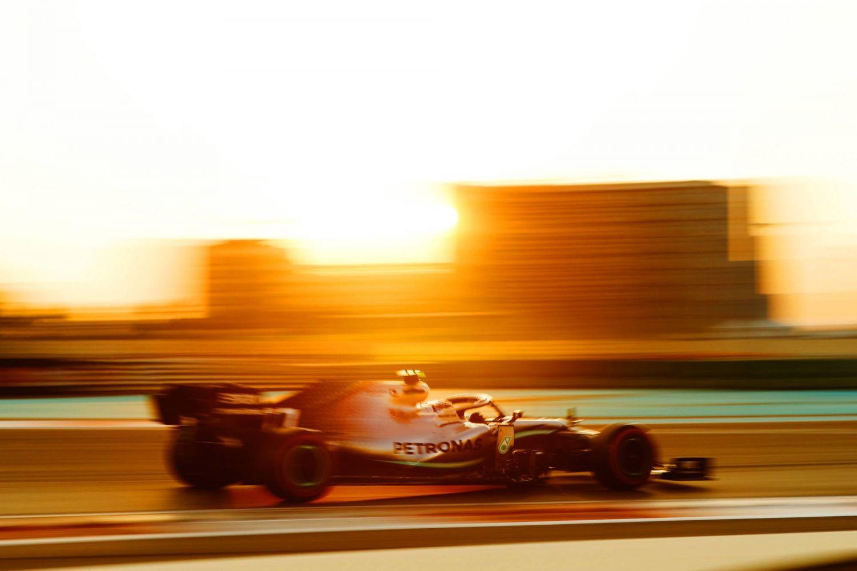 © Mercedes - Hamilton vainqueur à Abu Dhabi