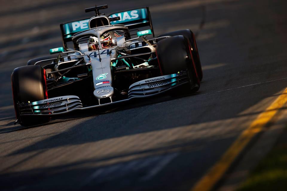 © Mercedes - Hamilton n'a pas joué la victoire à Melbourne, trahi par un dégât sous sa voiture !
