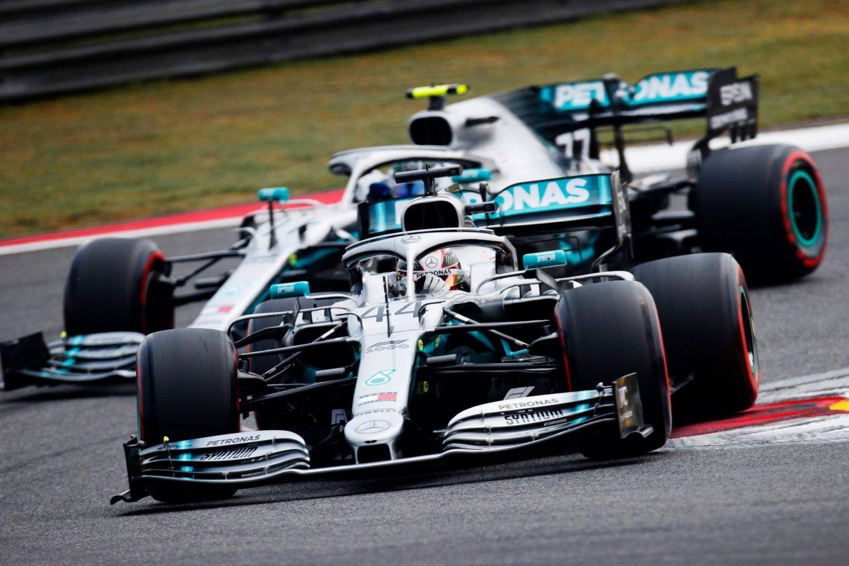 © Mercedes - Hamilton gagne facilement ce 1 000e Grand Prix devant son équipier, Bottas !