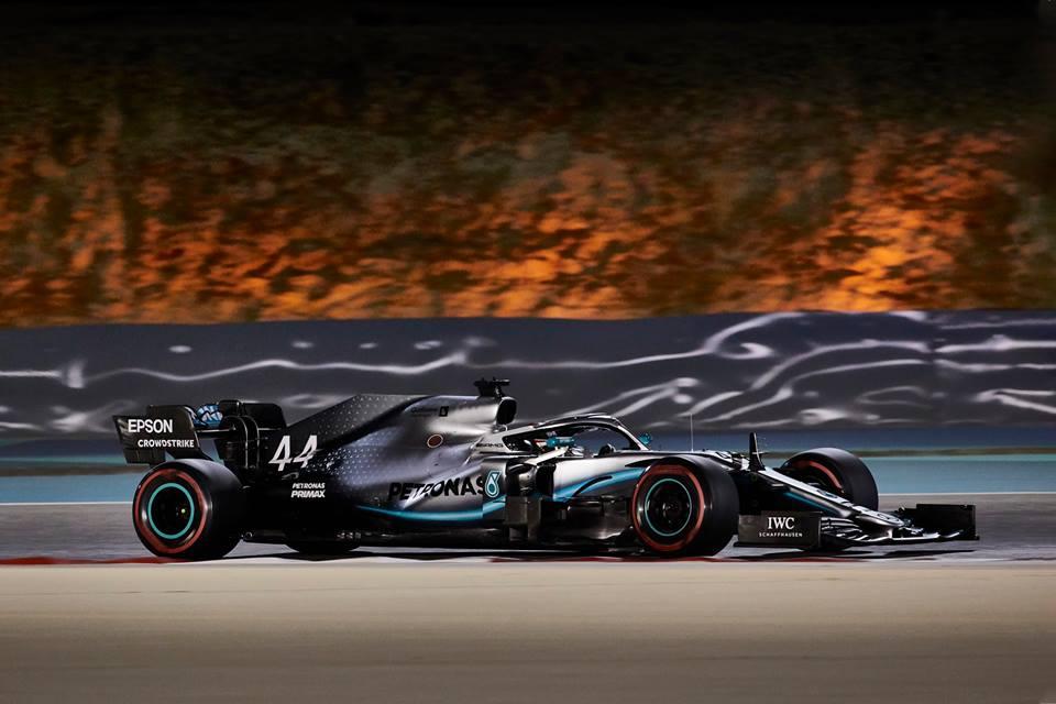 © Mercedes - Lewis Hamilton profite des malheurs de Charles Leclerc et s'impose !