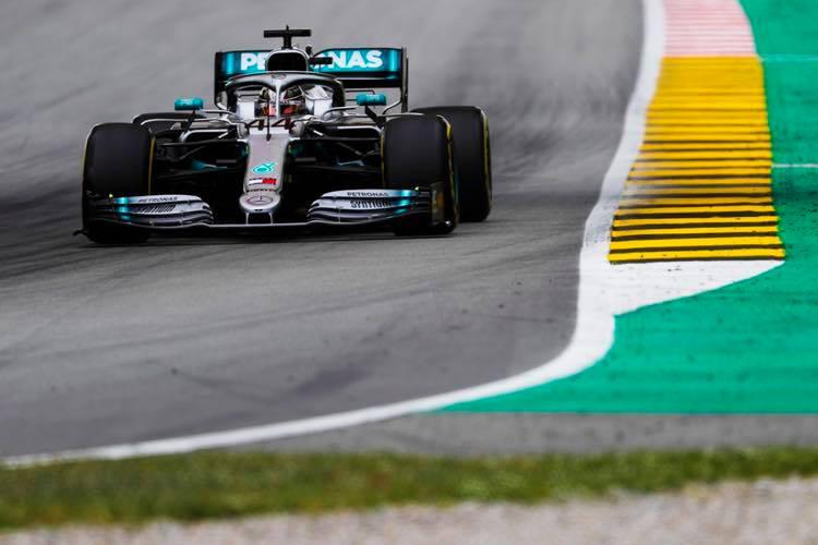 © Mercedes - Lewis Hamilton a assommé la concurrence en FP3 !
