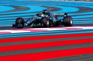 © Mercedes - Week-end bleu, blanc, rouge pour la F1