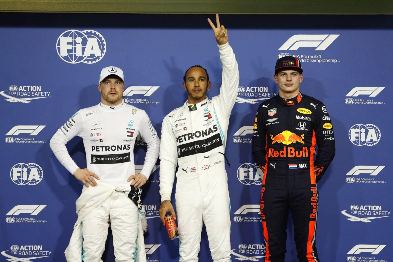 © Mercedes - Lewis en pole position
