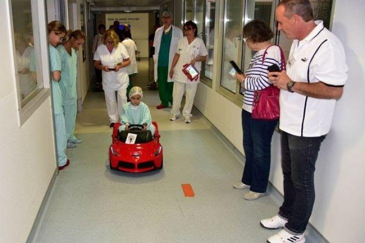 © Plume Libre - Des voiturette à l'hôpital pour les enfants