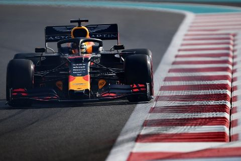 © Red Bull - Max bouscule les Mercedes