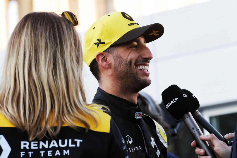 © Renault - Ricciardo a toujours le sourire avant le début des qualifications de ce samedi !