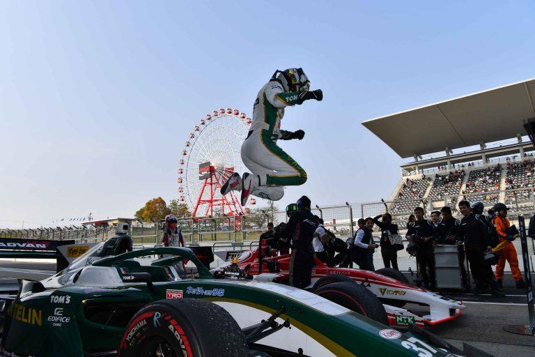 © Super Formula - Nick Cassidy heureux vainqueur à Suzuka