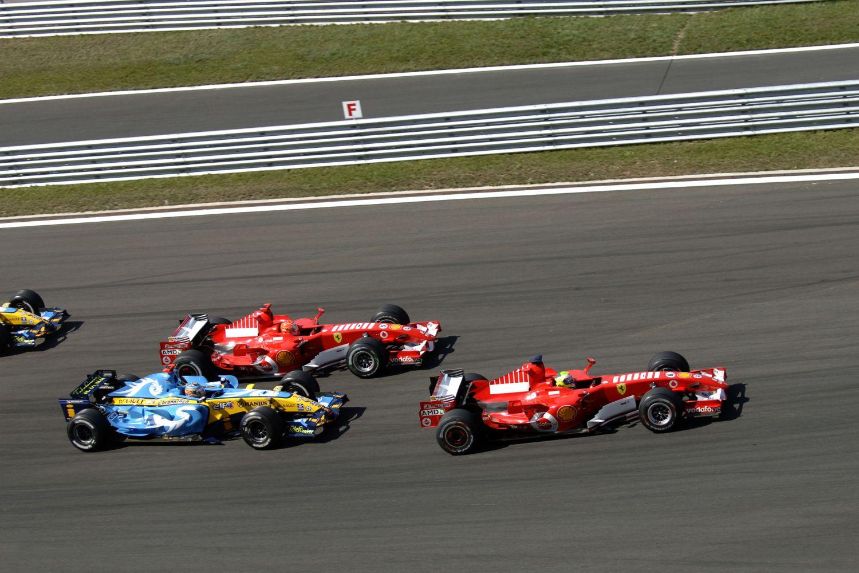 Le départ du Grand Prix de Turquie 2006 où la bataille fait rage entre Alonso, Schumacher et Massa