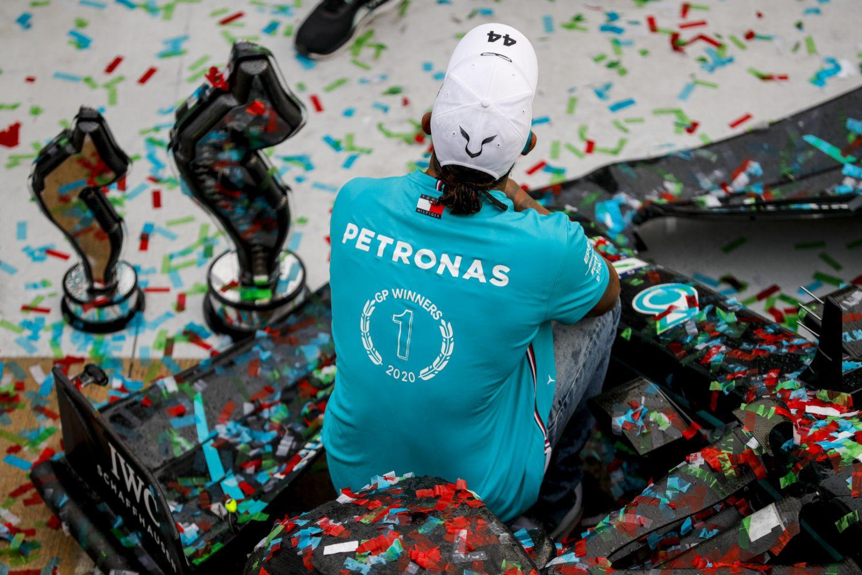 Hamilton de dos, après la joie du 7ème titre Mercedes