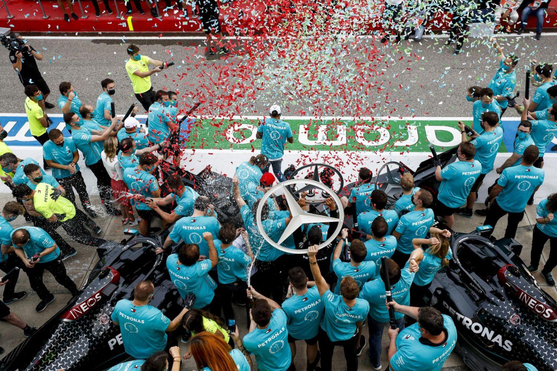 Mercedes avec son 7ème titre constructeur consécutif brise les records