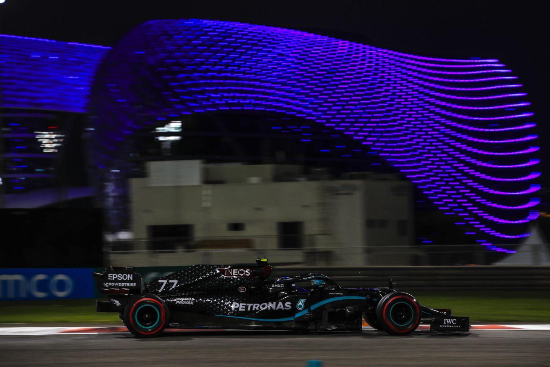 © Mercedes - Bottas dans la nuit des Emirats