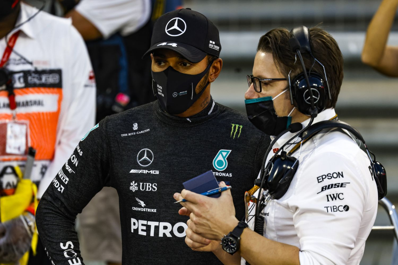 © Mercedes - Les 3 pilotes sur le podium souhaitent un bon rétablissement à Romain Grosjean