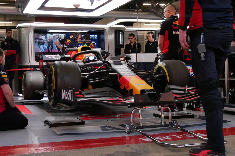 © Motors Inside / R. Mathon - Alex Albon dans la Red Bull pour une pesée lors des essais de Barcelone