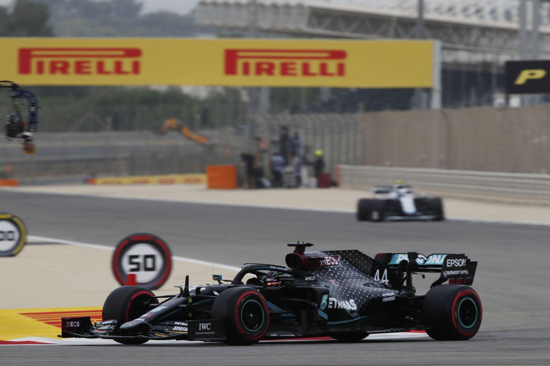 © Mercedes - Hamilton pour un doublé Mercedes sur la première ligne à Bahreïn
