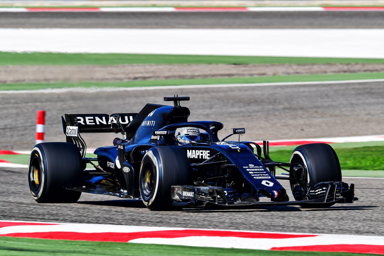 ©Renault - Alonso au volant de la RS18 livrée noire à Bahrein il y a quelques semaines
