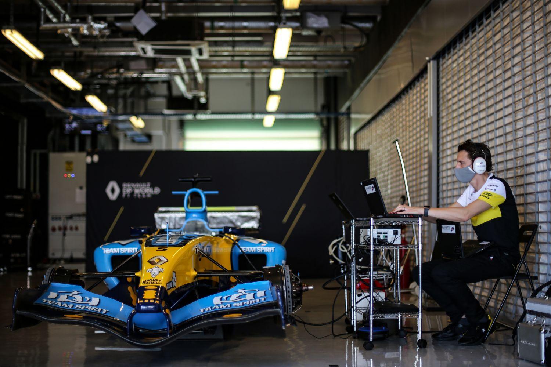 La RS25 dans le garage à Abu Dhabi