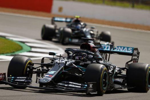 ___Hamilton en course à Silverstone___
