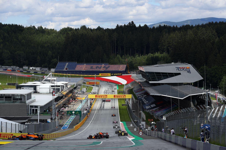 Vue sur le premier virage du Red Bull Ring à Spielberg.