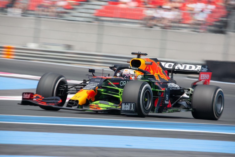 Max Verstappen prend la tête lors des EL2