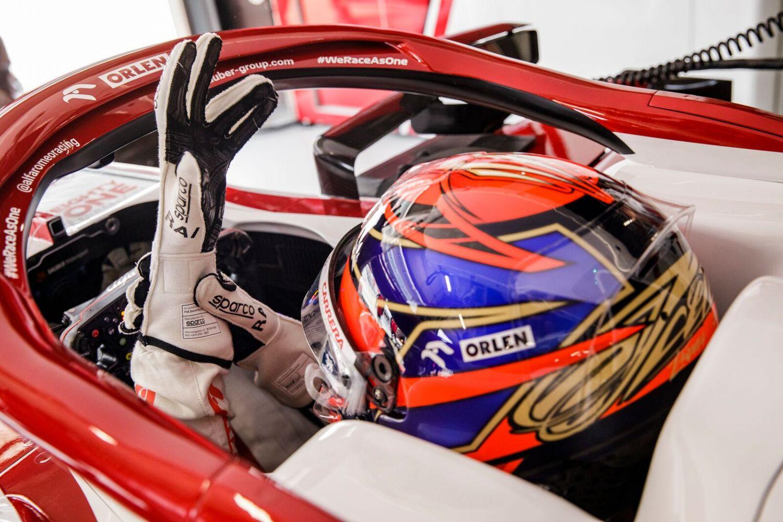 Kimi Räikkönen aura peut-être l'occasion de terminer sa carrière en pilotant avec ces nouveaux gants.