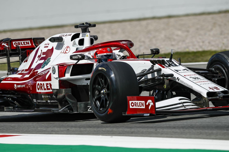 614 tour de tests pour les pneus 18 pouces Pirelli