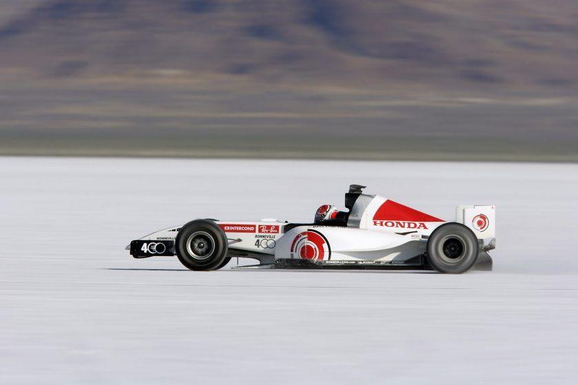 La BAR Honda en 2005 sur le désert de Bonneville