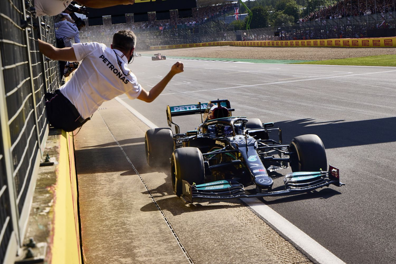 Lewis Hamilton peut dire merci au drapeau rouge