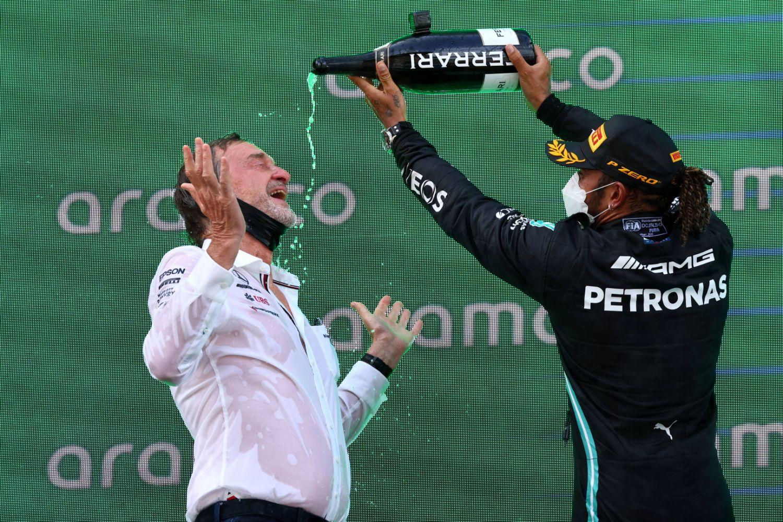 Hamilton célébrant son titre en Espagne