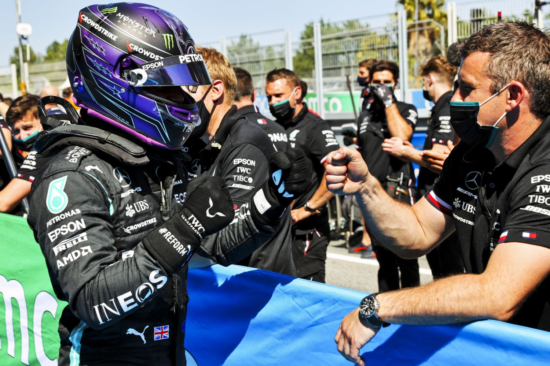 Lewis Hamilton impérial chez lui en qualification !