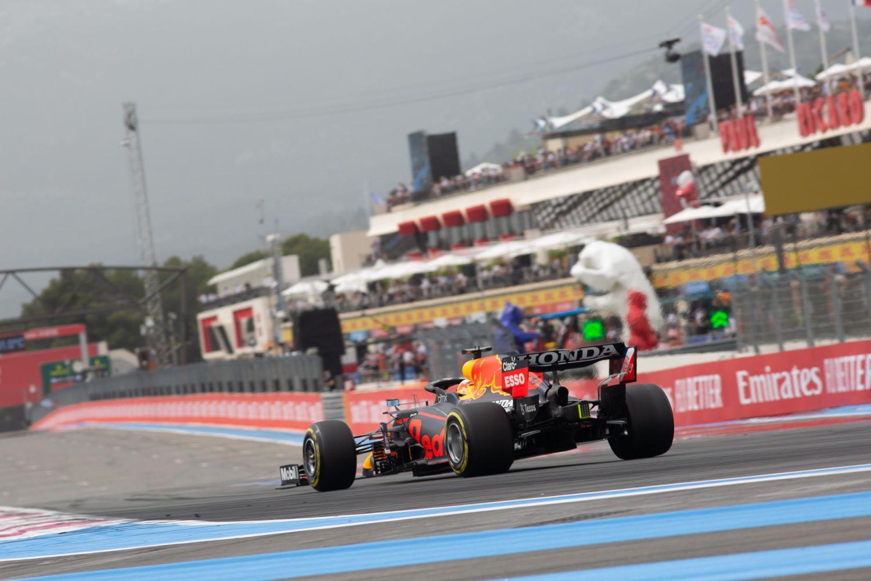 Verstappen s'offre la pole et montre les dents avant la course.